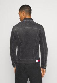 Tommy Jeans - REGULAR TRUCKER - Denim jacket - grey - 2