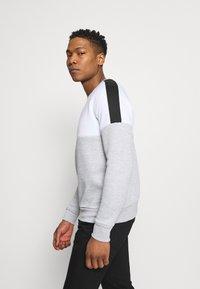 Brave Soul - ROOSEVELT - Sweatshirt - optic white/light grey marl/jet black - 4