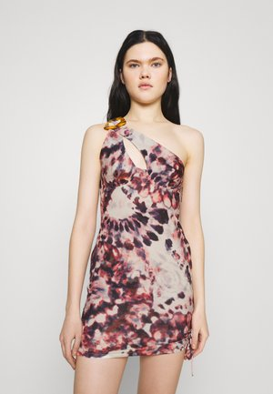 ONE SHOULDER RUCHED SIDE MINI DRESS TIE DYE PRINT - Vapaa-ajan mekko - multi