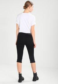 Vero Moda - VMHOT SEVEN SLIT KNICKER MIX - Denim shorts - black - 2