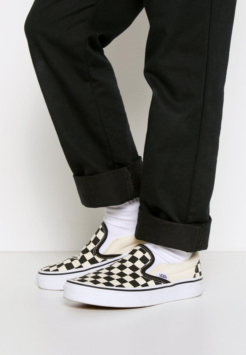 Vans - CLASSIC - Mocasines - black/white