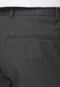 Isaac Dewhirst - RECYCLED CHECK DOUBLE BREASTED SUIT - Suit - anthracite - 9
