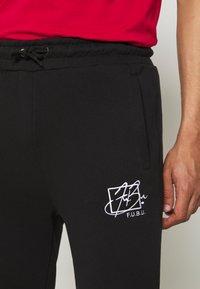 FUBU - SCRIPT - Pantaloni sportivi - black - 4