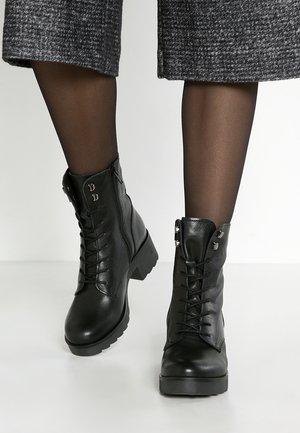 Platåstøvletter - black