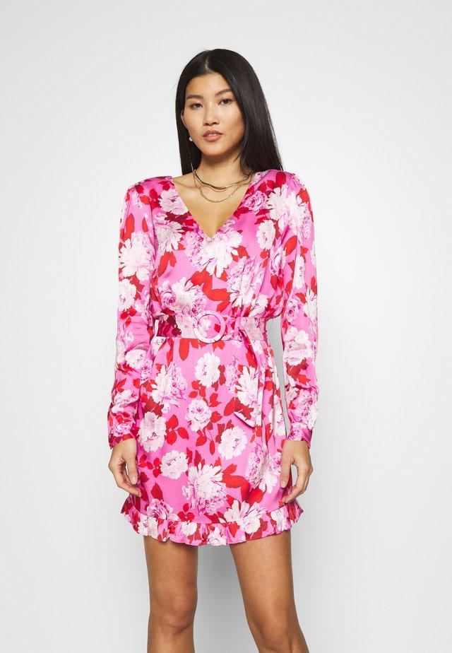 LEENA DRESS - Sukienka koktajlowa - retro roses pink
