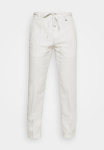TAPERED FIT PATCHED - Trousers - distant grey