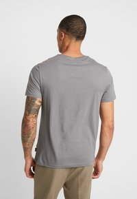 Burton Menswear London - BASIC CREW 5 PACK - Basic T-shirt - navy - 3