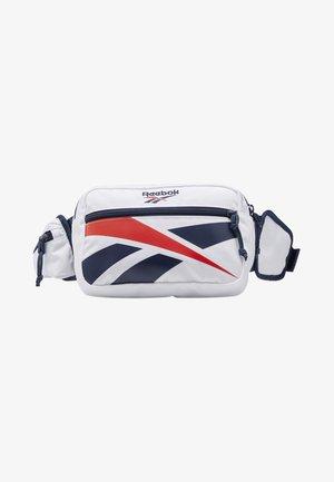 CLASSICS REPEAT VECTOR WAIST BAG - Rumpetaske - white