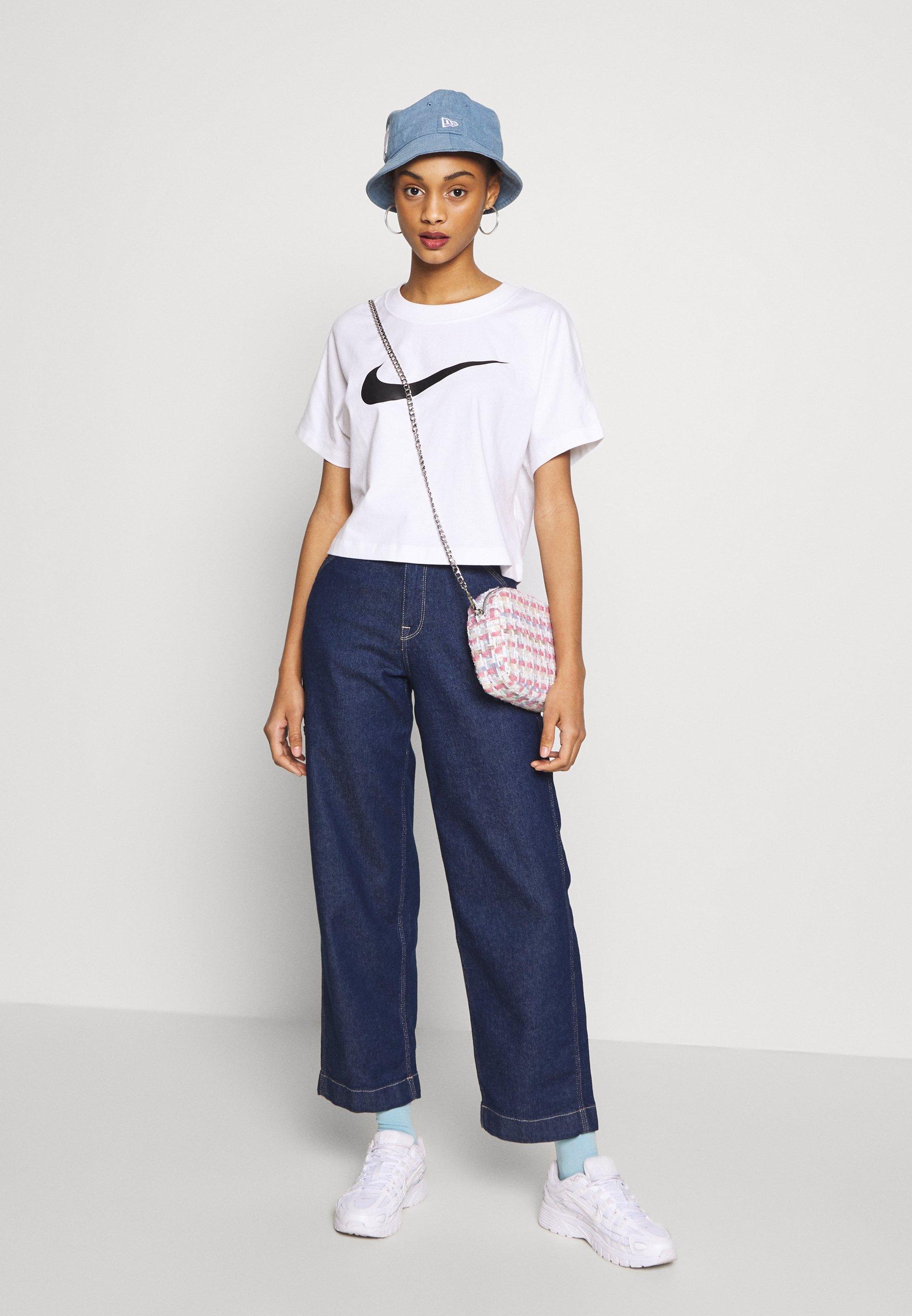 Nike Sportswear T-shirts Med Print - White/black/hvit