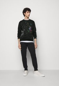 Paul Smith - GENTS PAINT SPLATTER PRINT - Sweatshirt - black - 1