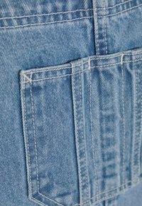 Jack & Jones - JJICHRIS JJDUNGAREE - Jeans Short / cowboy shorts - blue denim - 2