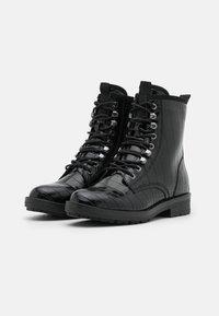 Tamaris - Šněrovací kotníkové boty - black - 2