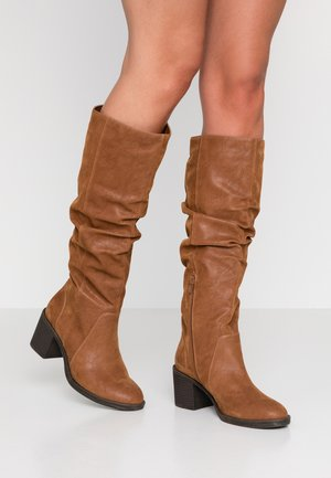 Vysoká obuv - tann