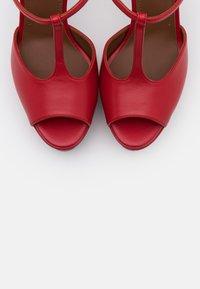 L'Autre Chose - Sandali con tacco - red - 6