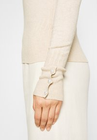 Dorothy Perkins - PEARL BUTTON CUFF ROLL NECK JUMPER - Jumper - oatmeal - 6