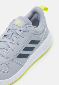 adidas Performance - TENSAUR UNISEX - Zapatillas de entrenamiento - halo silver/crew navy/acid yellow - 5