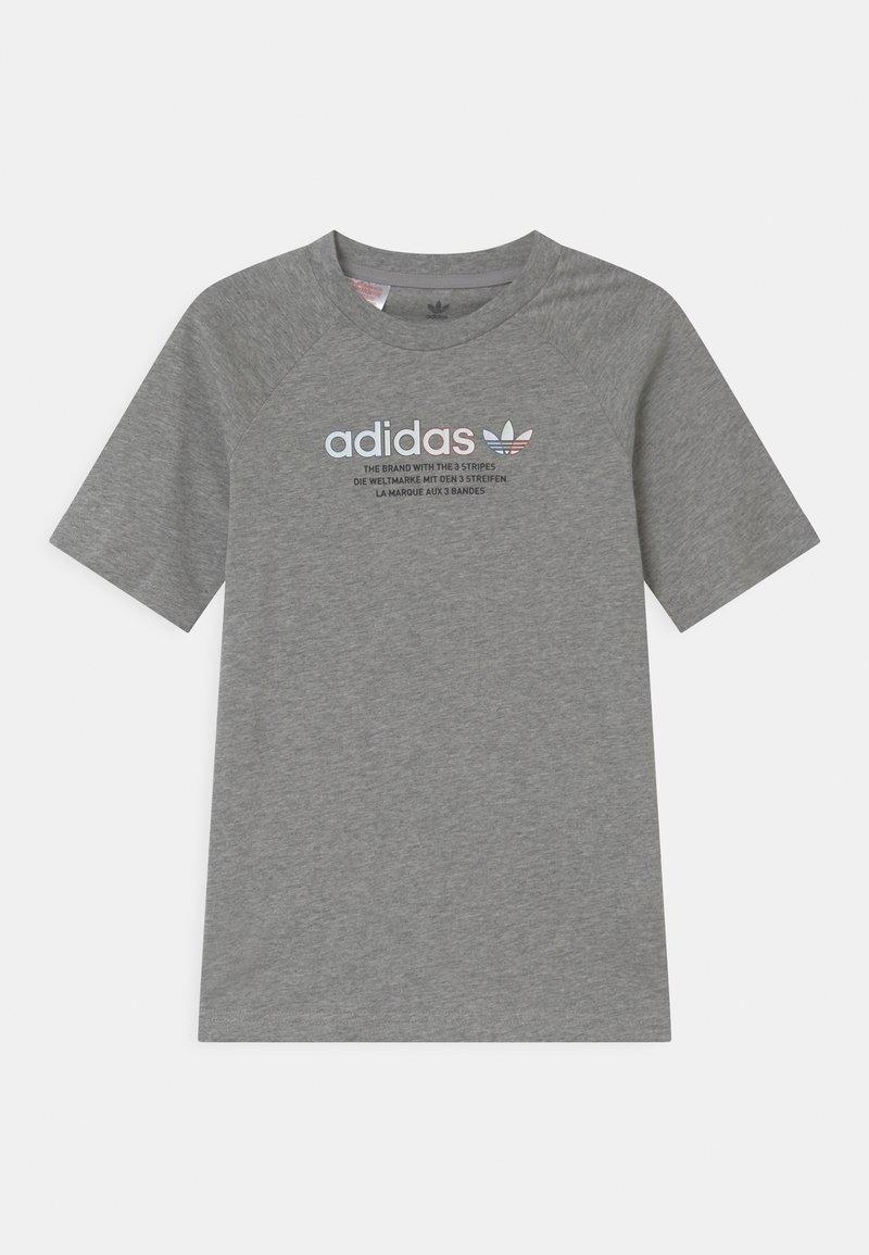 adidas Originals - UNISEX - Camiseta estampada - medium grey heather