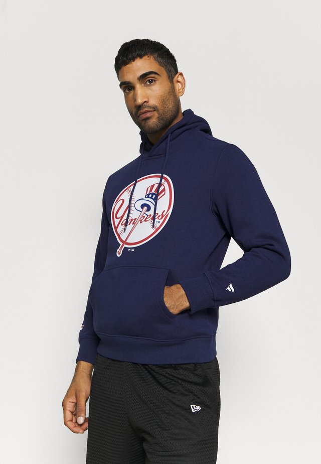 MLB NEW YORK YANKEES ICONIC PRIMARY COLOUR LOGO GRAPHIC HOODIE - Squadra - navy