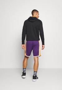 Mitchell & Ness - LA LAKERS NBA AUTHENTIC SHORTS - Short de sport - purple - 2