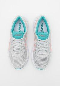 ASICS - JOLT 2 - Zapatillas de running neutras - glacier grey/sunrise red - 3