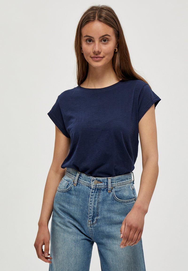 Minus - LETI - Basic T-shirt - black iris