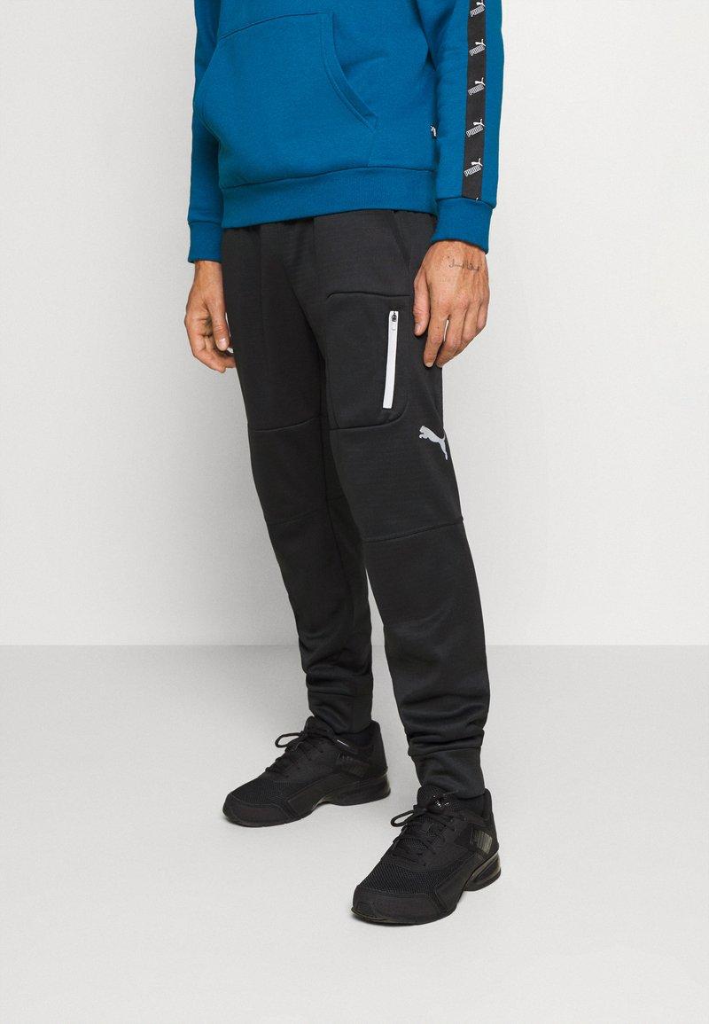 Puma - EVOSTRIPE WARM PANTS - Pantalon de survêtement - black