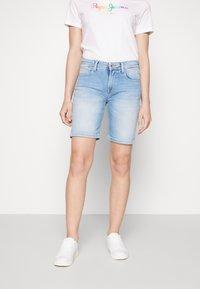 Pepe Jeans - POPPY SHORT PRIDE - Jeansshort - denim - 0