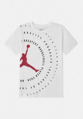 JUMPMAN RINGS - T-shirts med print - white