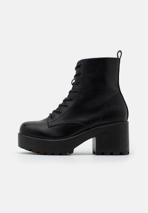 VEGAN GIN - Platåstøvletter - black