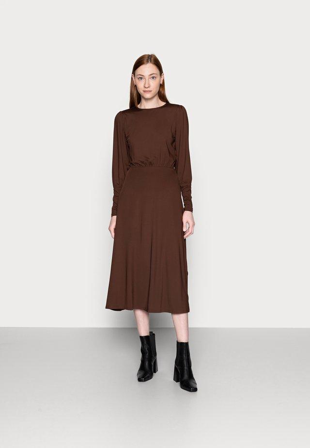 VMNEXT CALF DRESS TALL - Sukienka z dżerseju - potting soil