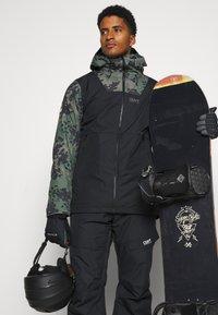 COLOURWEAR - BLOCK JACKET - Giacca da snowboard - black - 3