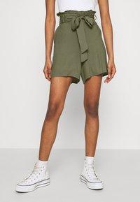Vero Moda - Shortsit - ivy green - 0
