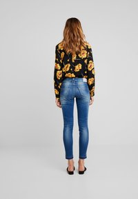 Herrlicher - TOUCH CROPPED POWERSTRETCH - Jeans Skinny Fit - bliss - 3