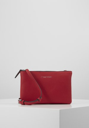 EVERYDAY DUO CROSSBODY - Taška s příčným popruhem - red