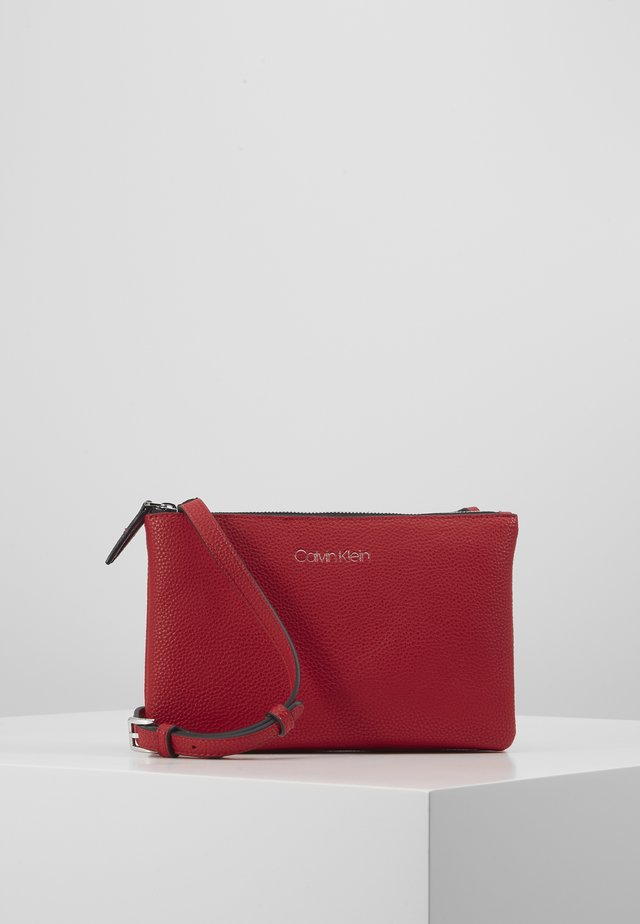 EVERYDAY DUO CROSSBODY - Sac bandoulière - red