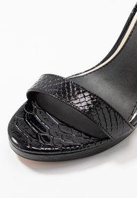 Buffalo - JANNA - Korolliset sandaalit - black - 2