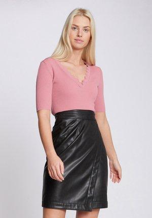 WITH SCALLOP HEM - Print T-shirt - pink