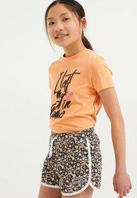 WE Fashion - Print T-shirt - coral pink - 1