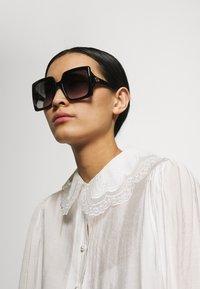 Gucci - Sluneční brýle - black/grey - 0