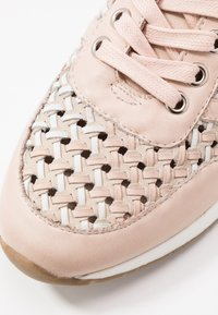 Carmela - Sneakersy niskie - nude - 2