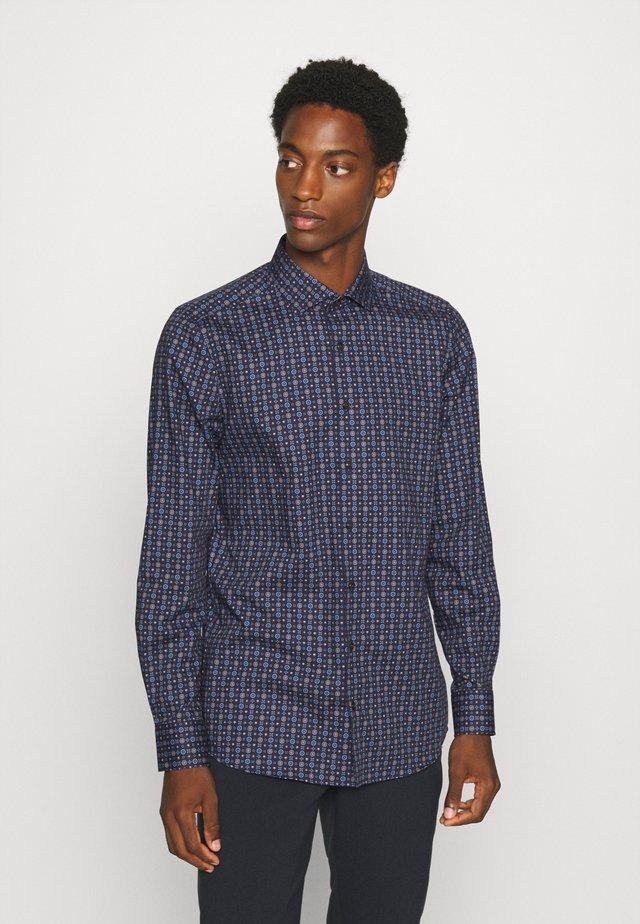 Level 5 - Formal shirt - blue