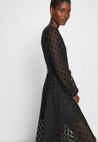 Guess - BERTHA - Długa sukienka - jet black - 4