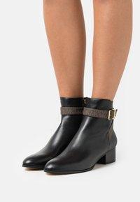 MICHAEL Michael Kors - BRITTON - Classic ankle boots - black/brown - 5