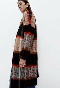 Uterqüe - Classic coat - black - 3