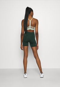 Puma - RUN FAVORITE SHORT - Legging - midnight green - 2