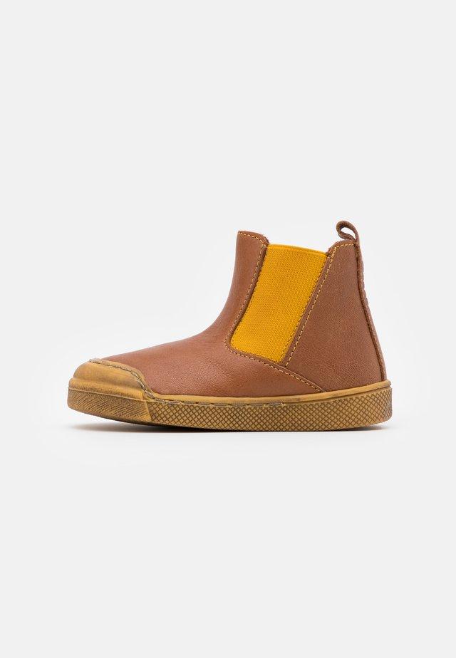 ROSARIO CHELYS MEDIUM FIT - Classic ankle boots - cognac