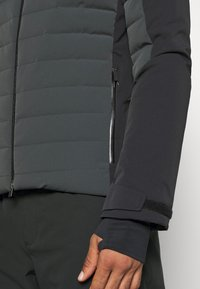 Kjus - MEN SIGHT LINE  - Ski jacket - dark jet green/black - 4