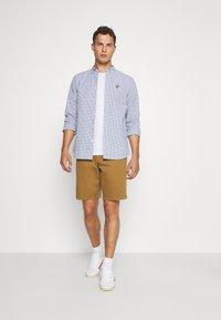 GAP - IN SOLID - Shorts - palomino brown global - 1