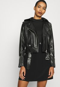 Calvin Klein Jeans - LOGO ELASTIC DRESS - Žerzejové šaty - black - 4