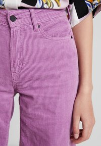 Kings Of Indigo - JANE - Trousers - lilac - 4
